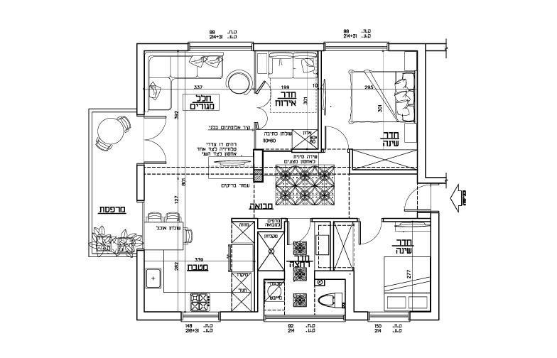 """תוכנית הדירה: 70 מ""""ר, שלושה כיווני אוויר. החללים הציבוריים הוצבו רחוק מהדלת, צמודים למרפסת הנפלאה. המבואה הרחבה תוכננה כך שתמשוך את הנכנסים אל החלל הציבורי המרווח."""