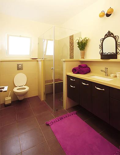 צילום: אלה צייחר - חדר רחצה בדירה בחולון