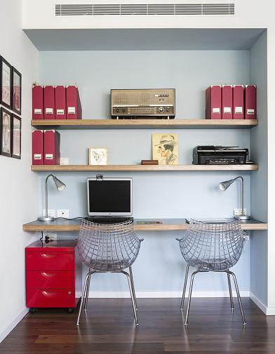 המשרד בביתם של נמרוד וטל בנוי בתוך נישה הפונה לסלון. יש בו 2 עמדות עבודה, מדפסת, טלפון ומקום לקלסרים עם כל הניירת החשובה שיש לשמור.