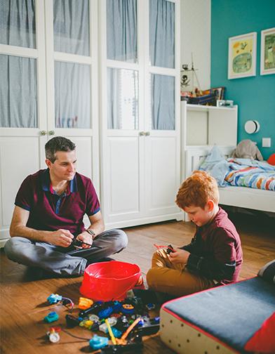 אבא ובן. צילום: אלה סברלדוב קרן