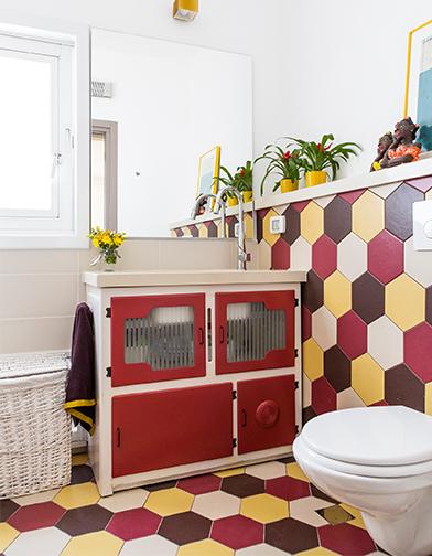 חדר הרחצה של ליאת וטל. צילום של איתי בנית.